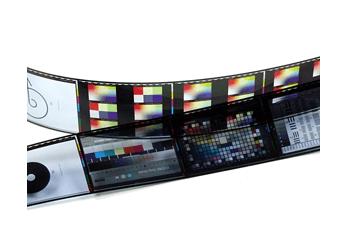 Zwei Farbfilm-Kleinbildstreifen